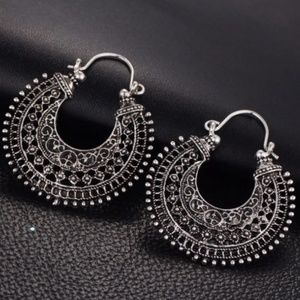 Host pick 🎊 BOHO antique silver toned earrings